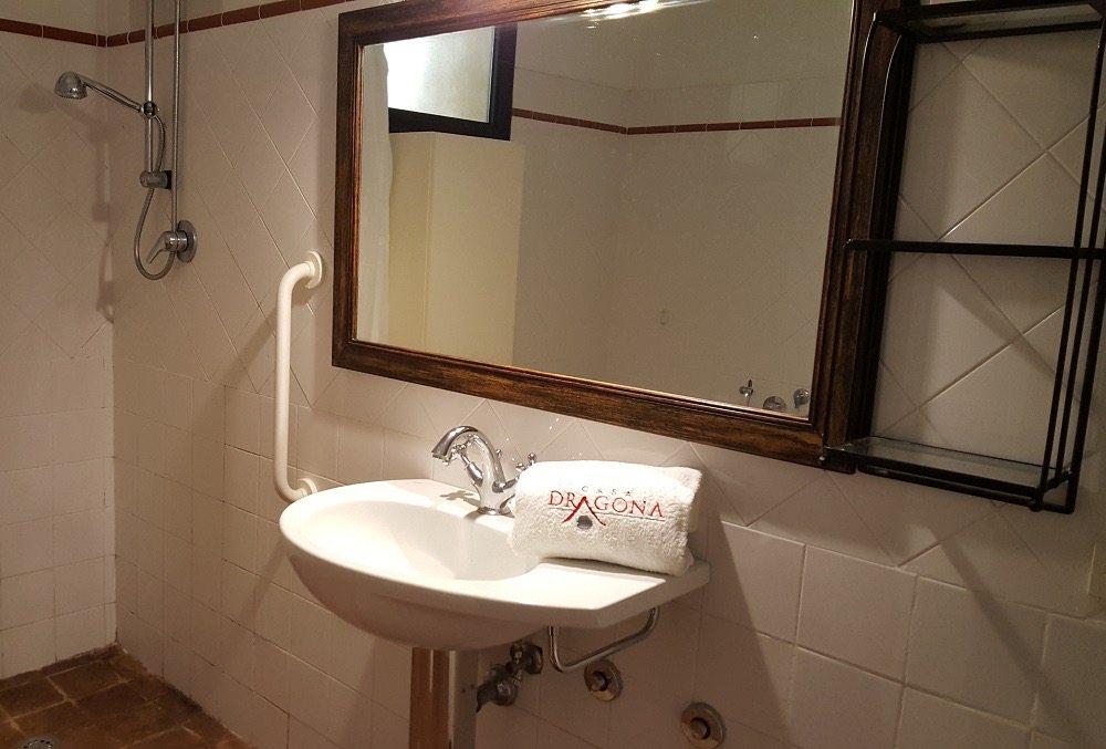 bagno-1-Appartamento Raffaello - La Dragona