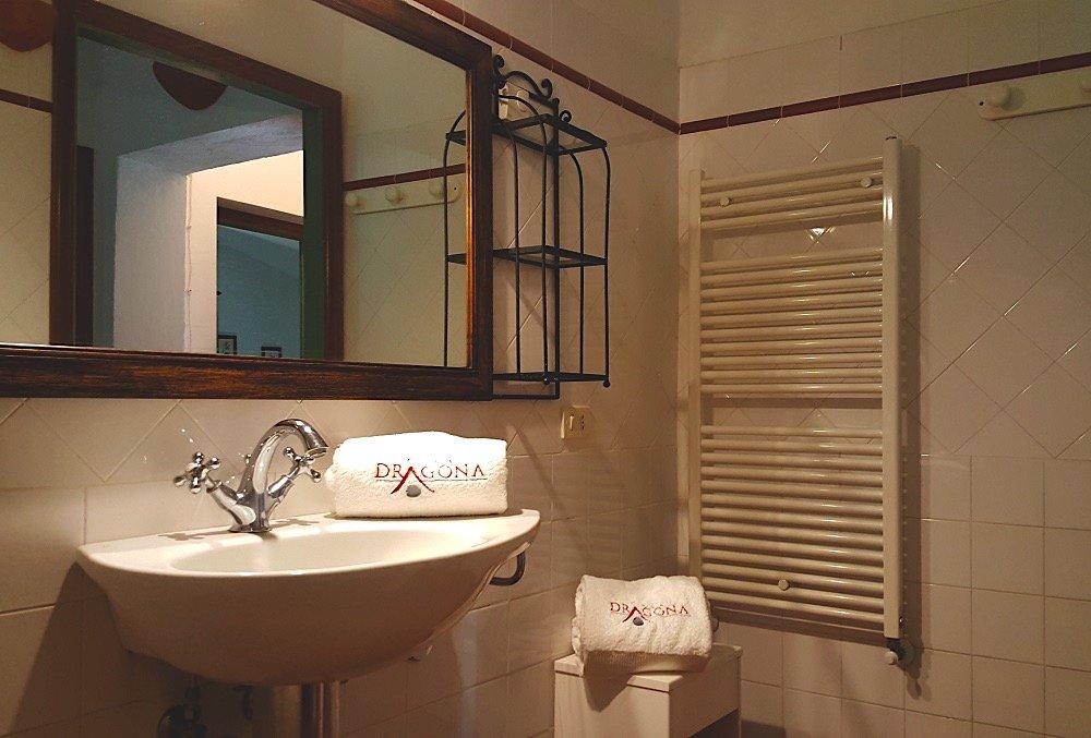 bagno-2-Appartamento Raffaello - La Dragona